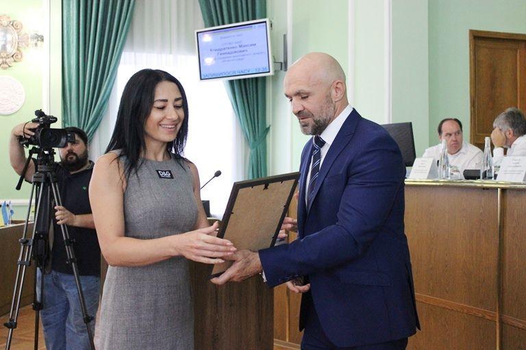 На сессии облсовета наградили спортивных медиков