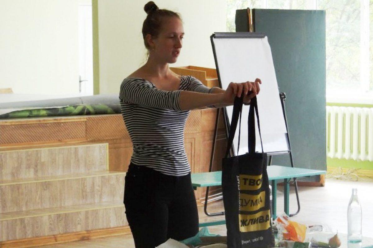 Впроваджено проект: У Новокаховських школах встановлено контейнери для роздільного збору сміття