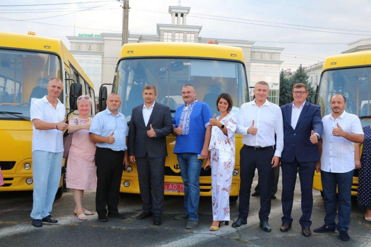 10 нових шкільних автобусів отримали тергромади області